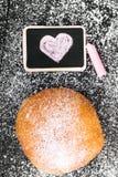 Beignet avec du sucre en poudre Photographie stock libre de droits