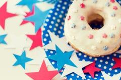 Beignet avec la décoration d'étoile le Jour de la Déclaration d'Indépendance Photographie stock
