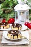 Beignet de Noël avec du chocolat Photographie stock libre de droits