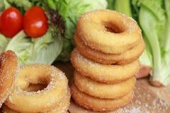 Beignet et sucre - salade de légume frais. Images stock