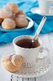 Beignet et thé Image libre de droits