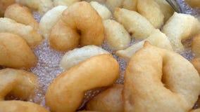 Beignet traditionnel turc de nourriture appelé Lokma clips vidéos