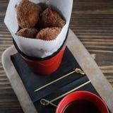 Beignets avec la crème au chocolat photo libre de droits
