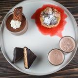 Beignets avec la crème au chocolat photo stock