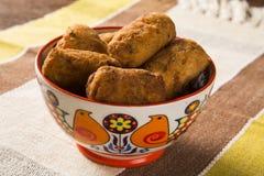 Beignets de morue, tapas espagnols traditionnels Bunuelos de Bacalao Image stock