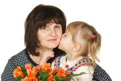 Beijando a avó Fotos de Stock Royalty Free