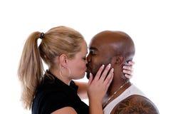 Beijando pares Imagens de Stock