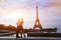 Beije-me em Paris fotografia de stock