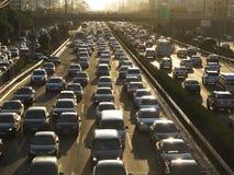 Beijing tunga trafikstockning och bilar Arkivbild