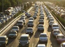 Beijing tunga trafikstockning och bilar Royaltyfri Foto