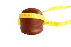Beijo da espuma do chocolate com fita Fotografia de Stock Royalty Free