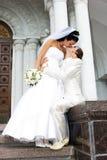 Beijo da noiva e do noivo Imagens de Stock