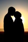 Beijo da silhueta Fotografia de Stock Royalty Free