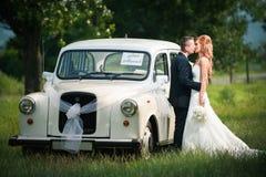 Beijo do casamento Fotografia de Stock