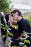 Beijo do menino e da menina Foto de Stock