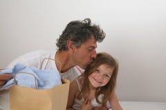 Beijo do pai Imagens de Stock