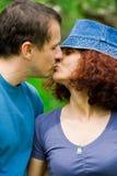 Beijo dos pares Fotografia de Stock Royalty Free