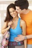 Beijo feliz dos pares Fotografia de Stock