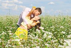 Beijo novo dos pares Fotografia de Stock