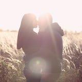 Beijo novo dos pares Foto de Stock Royalty Free