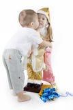 Beijo para minha irmã da irritação Imagens de Stock