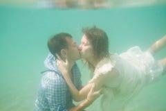 Beijo subaquático Fotografia de Stock