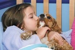 Beijos do filhote de cachorro