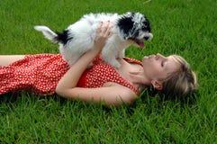 Beijos do filhote de cachorro Fotos de Stock
