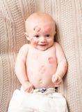 Beijos por todo o lado no Beau do bebê fotos de stock royalty free