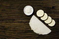 Beiju von Tapioka, Manioka-ansässiger Teller typisch von der nordöstlichen Region von Brasilien, jetzt verbraucht im ganzen Land  stockfoto
