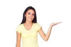 Beiläufige Frau, die ein eingebildetes Produkt anhält Stockfotos