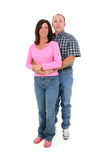 Beiläufige Paare, die zusammen über Weiß stehen Stockfoto