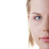 Beiläufiger Gesichtsabschluß der jungen Frau oben lizenzfreies stockfoto