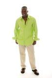 Beiläufiger Mann im hellgrünen Hemd Stockbild