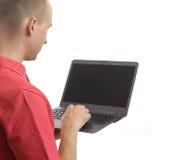 Beiläufiger Mann mit Laptop Stockfotografie