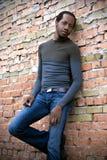 Beiläufiger Mann von afrikanischem annehmbarem Stockfotos