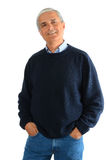 Beiläufiger mittlerer gealterter Mann in den Jeans und in der Strickjacke Lizenzfreie Stockfotos