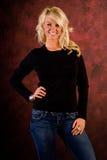 Beiläufiges blondes Frauen-Art- und Weisebaumuster Lizenzfreie Stockfotografie