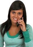 Beiläufiges Mädchen am Telefon Lizenzfreie Stockbilder
