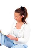 beim γυναίκα της κυρίας junge lesenyoung reading Στοκ εικόνες με δικαίωμα ελεύθερης χρήσης