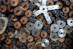 Bein des Speisetisches hergestellt vom Holz, Edelstahl Stockfoto