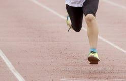 Beine in der Bewegung, die einen laufenden Wettbewerb duing ist stockbilder