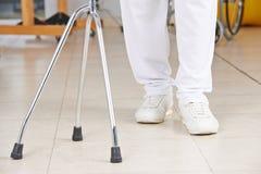 Beine eines Mannes in der Physiotherapie Lizenzfreies Stockbild