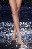 Beine im Wasser. Stockbilder