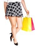 Beine mit Einkaufstasche Stockfotografie