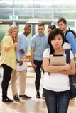 Being Bullied By för kvinnlig student klasskompisar royaltyfria foton