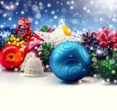 Beira bonita das decorações do Natal com cópia-espaço Imagem de Stock Royalty Free