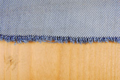 Beira da madeira e da sarja de Nimes das calças de brim Foto de Stock Royalty Free