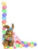 A beira de Easter eggs o coelho Foto de Stock