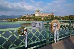 A beira de estado entre Eslováquia e Hungria, e a basílica de Esztergom Imagem de Stock